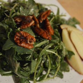 [recipe] candied pecan and apple arugula salad